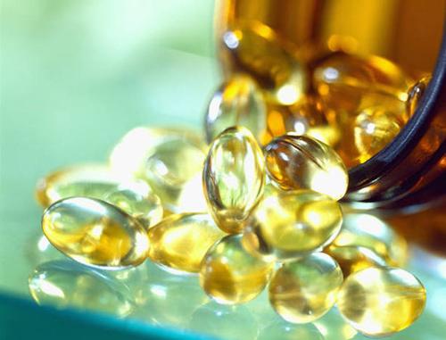 Trị sẹo lõm trên mặt bằng dầu vitamin E 1