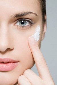 Những lưu ý khi sử dụng kem trị sẹo thâm