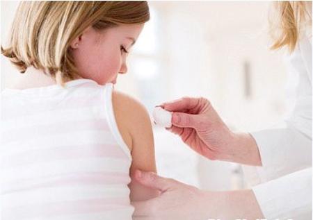 Cách chăm sóc da để phòng ngừa sẹo lõm sau tẩy nốt ruồi1