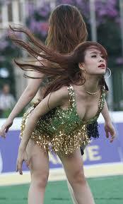 Hoàng Thùy Linh kém xinh với sẹo lồi ở chân