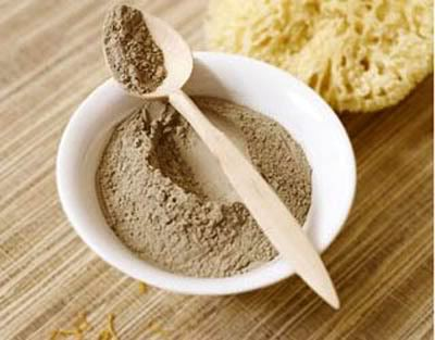 Mặt nạ từ bùn khoáng cung cấp các dưỡng chất cần thiết cho da sẹo