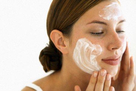 Cách rửa mặt đúng cách cho da sẹo 3
