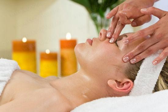 Massage giúp lưu thông máu tốt cho làn da mặt